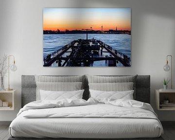 Zonsopkomst op rivier de Rijn vanaf een binnenvaart tanker van JWB Fotografie