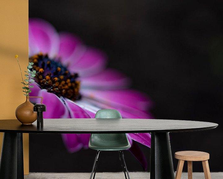 Sfeerimpressie behang: Roze Spaans Magriet van Miranda Snoeijen