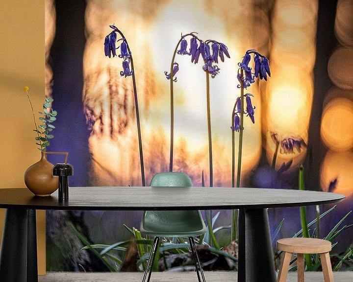 Sfeerimpressie behang: Blauwe boshyacinten van Jim De Sitter