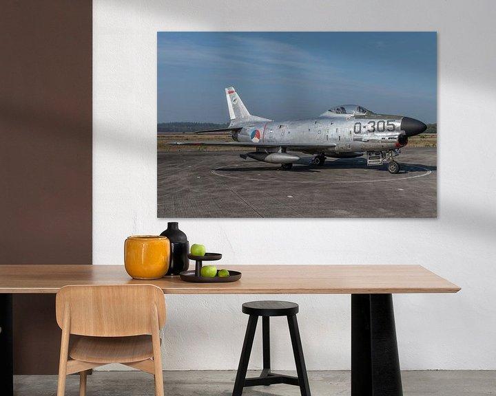 "Sfeerimpressie: North American F-86K ""Kaasjager"" tentoongesteld op het platform van het Nationaal Militair van Jaap van den Berg"