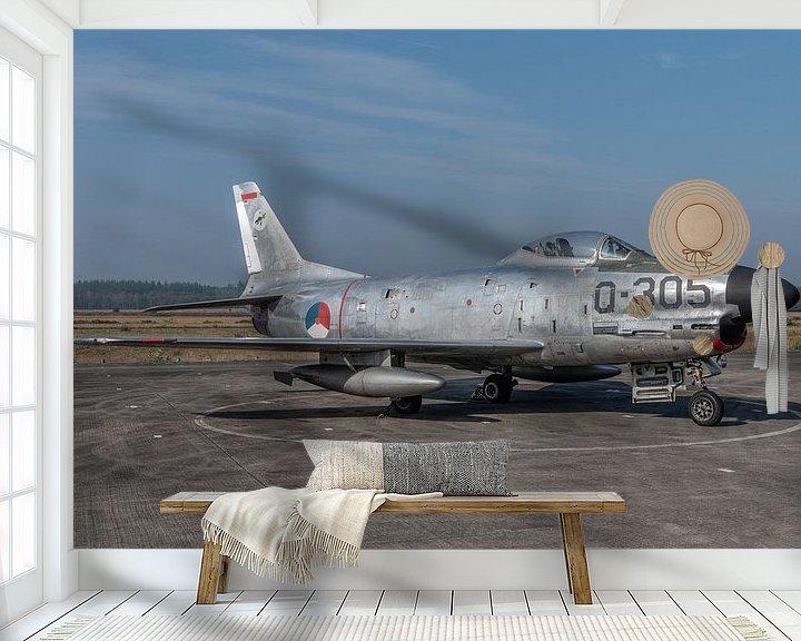 "Sfeerimpressie behang: North American F-86K ""Kaasjager"" tentoongesteld op het platform van het Nationaal Militair van Jaap van den Berg"