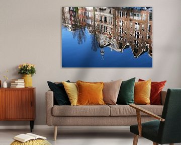 Spiegelung von Grachtenhäusern in Amsterdam von Kim van Dam