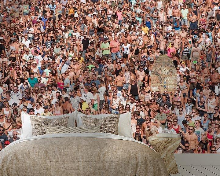 Sfeerimpressie behang: Mensenmassa op festival van Brian Morgan
