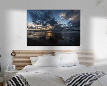 Zonsondergang op het strand bij de Tweede Maasvlakte. van Jaap van den Berg