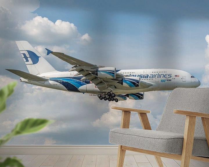 Sfeerimpressie behang: 100ste Airbus A380, het grootste passagiersvliegtuig, landt op Londen Heathrow. van Jaap van den Berg