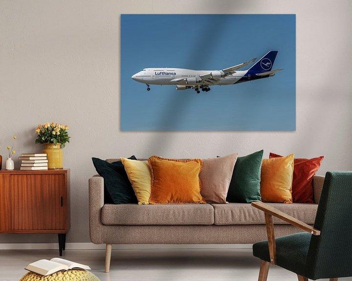 Sfeerimpressie: Boeing 747-400 van Lufthansa in haar nieuwe jasje, hier in de landing gefotografeerd bij de luchthav van Jaap van den Berg