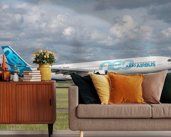 Sfeerimpressie behang: Een Airbus A330-900 (vliegtuig van de Airbusfabrieken zelf) heeft de wielen van het hoofdlandingsges van Jaap van den Berg