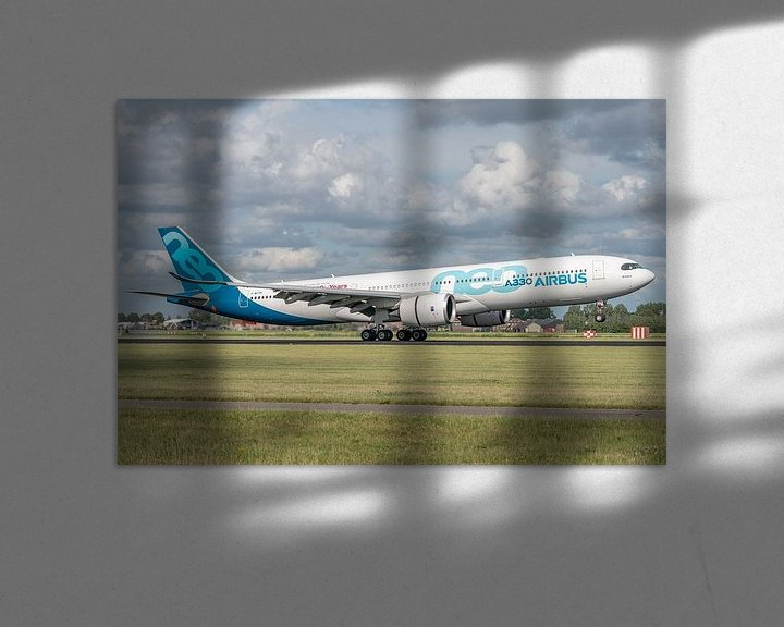 Sfeerimpressie: Een Airbus A330-900 (vliegtuig van de Airbusfabrieken zelf) heeft de wielen van het hoofdlandingsges van Jaap van den Berg