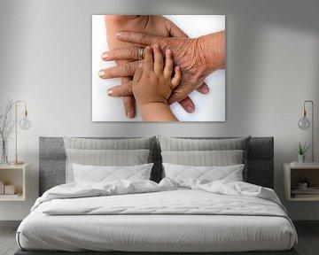 Cohesie handen van 3 generaties van een familie op elkaar van Dieter Walther