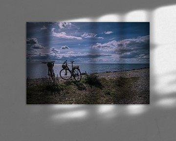 2 fietsen op het strand van Tina Linssen