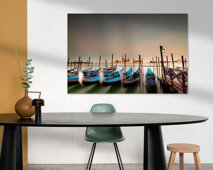 Sfeerimpressie: Drijvende gondels in Venetië van Damien Franscoise