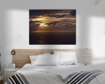Coucher de soleil sur les îles Vestmannaeyjar sur Timon Schneider
