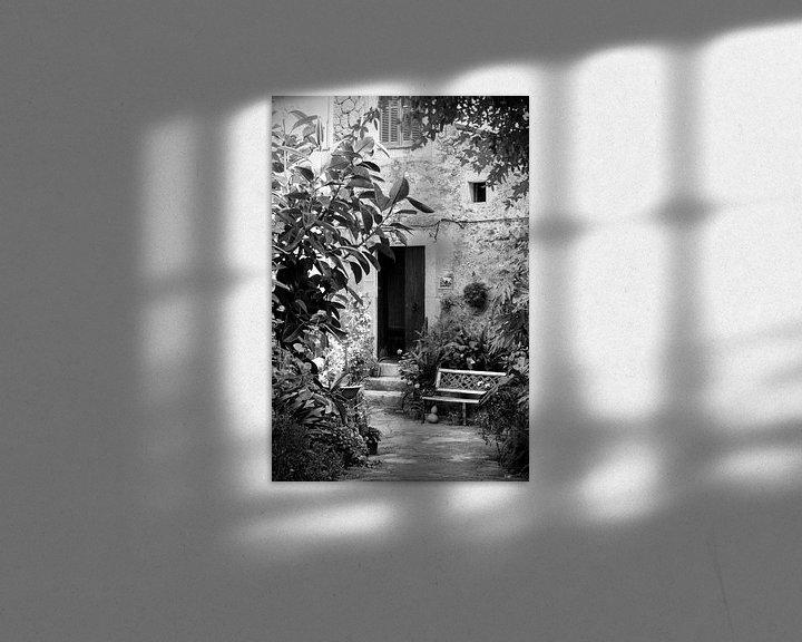 Sfeerimpressie: Straatje in Mallorca in zwart-wit van Evelien Oerlemans