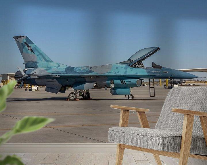Sfeerimpressie behang: NSAWC Agressor Squad op Naval Air Station Fallon vliegt met de F-16 A/B Fighting Falcon in een aanta van Jaap van den Berg