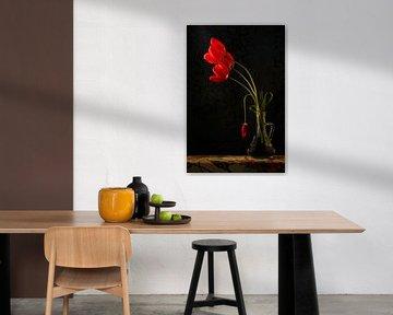 Rote Tulpen in einer Vase von Johannes Schotanus