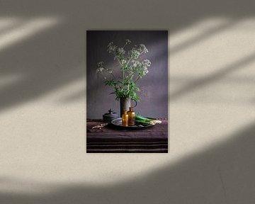 Stilleben mit Zinn und Töpferware [stehend]. von Affect Fotografie