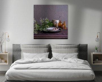 Modern stilleven met fluitenkruid, tin en aardewerk [vierkant] van Affect Fotografie