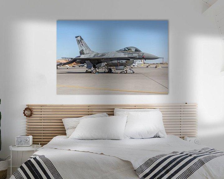 Sfeerimpressie: NSAWC Agressor Squad op Naval Air Station Fallon vliegt met de F-16 A/B Fighting Falcons. van Jaap van den Berg