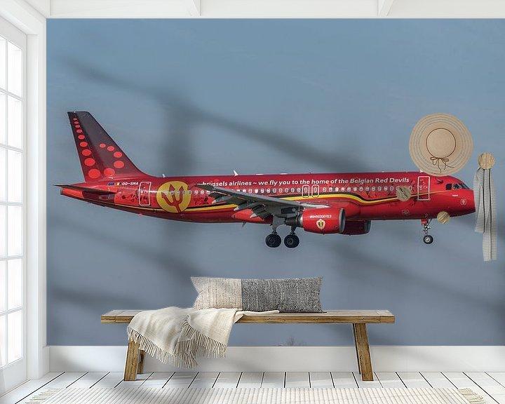 Sfeerimpressie behang: Airbus A320 van Brussels Airlines in de Rode Duivels livery landt op de luchthaven van Brussel. van Jaap van den Berg
