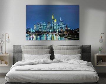 Francfort-sur-le-Main - Skyline à l'heure bleue