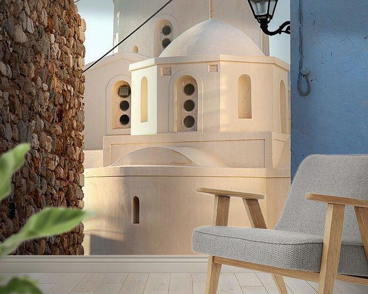 Sfeerimpressie behang: Witte kerk op Naxos, een Grieks eiland in de Middellandse Zee. Reisfotografie uit Griekenland. van Eyesmile Photography