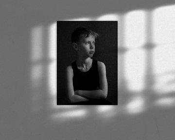 Junge im Tageslicht. von Wouter Van der Zwan