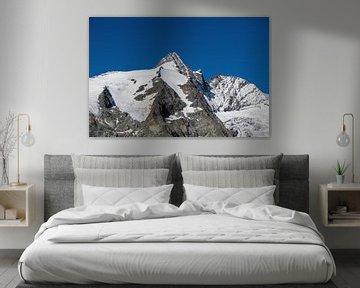 De top van de Großglockner tegen een blauwe hemel van Sonja Birkelbach
