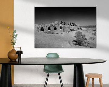Fort Toprak-Kala Usbekistan in schwarz und weiß von Yvonne Smits