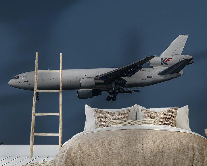 Sfeerimpressie behang: McDonnell Douglas DC-10, met registratie C-GKFD van het Canadese KF Cargo in de landing op de luchth van Jaap van den Berg