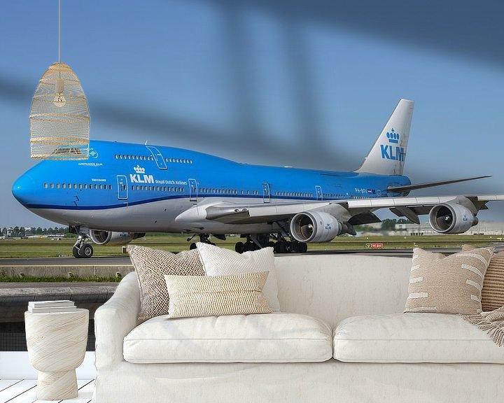 Beispiel fototapete: Die KLM Boeing 747-400M combi, die PH-BFV, lackiert in ihrer neuesten Lackierung, rollt in Richtung  von Jaap van den Berg