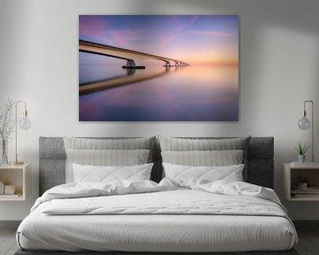 De Zeelandbrug tijdens een kalme zonsopkomst van Ellen van den Doel