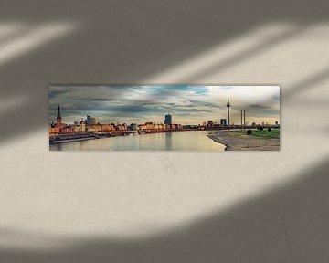 Panorama Rheinufer Promenade und Altstadt in Düsseldorf am Rhein Deutschland von Dieter Walther