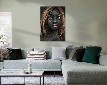 Dunkel gefärbte Frau mit goldgelben Akzenten. Diese afrikanische Dame hat schöne goldene Lippen und  von Emiel de Lange