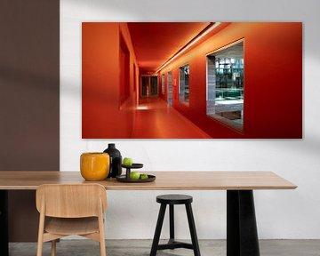 Orangefarbene Gasse. von Henri Boer Fotografie