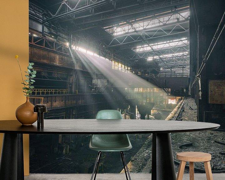 Beispiel fototapete: Das verlassene Stahlwerk mit schönem Licht von Steven Dijkshoorn
