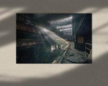 De verlaten staalfabriek met prachtig licht van Steven Dijkshoorn