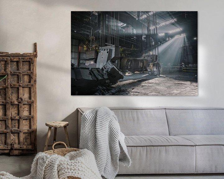 Sfeerimpressie: Zonnenstralen in een verlaten staalfabriek van Steven Dijkshoorn