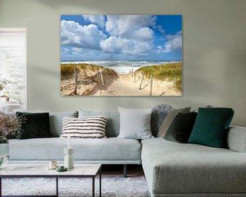 Strandopgang naar woest golvende Noordzee van Jenco van Zalk