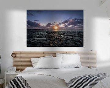Zonsondergang boven droogvallende Waddenzee
