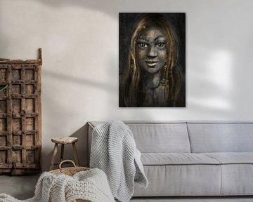 Porträt einer Frau mit Goldakzenten. Afrikanisches weibliches Modell. von Emiel de Lange