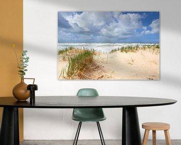 Strand, golven en wolken aan de Noordzee van Jenco van Zalk