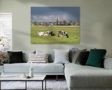 Kühe auf der Wiese mit der Kirche von Eemnes von Robin Jongerden