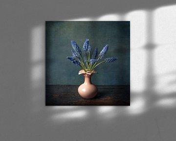Stilleben mit blauen Weintrauben von Petra Cremers