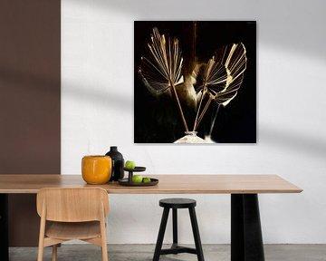 Stillleben goldene getrocknete Palmblätter von Maurice Dawson