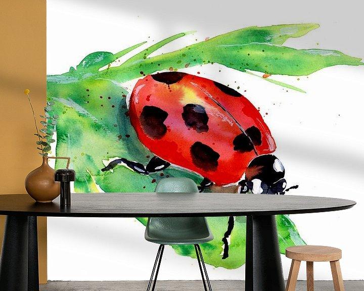 Sfeerimpressie behang: Klein lieveheersbeestje op een groen blad van ZeichenbloQ