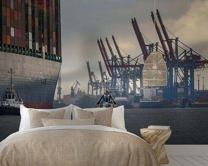 Beispiel fototapete: Großes Containerschiff läuft im Hamburger Hafen ein von Jonas Weinitschke
