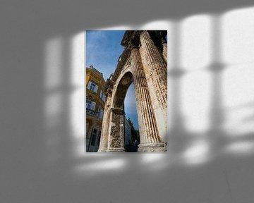 de Sergische Boog in de historische idyllische oude stad van Pula