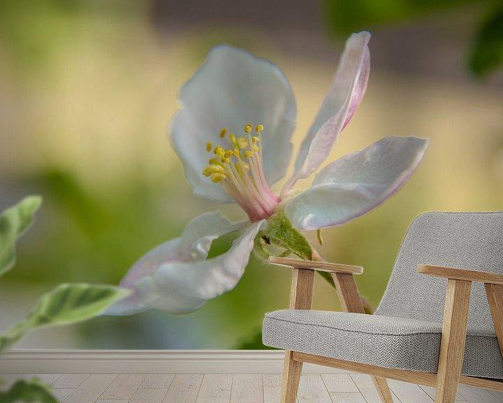 Sfeerimpressie behang: Appelbloesem van Marjan Noteboom