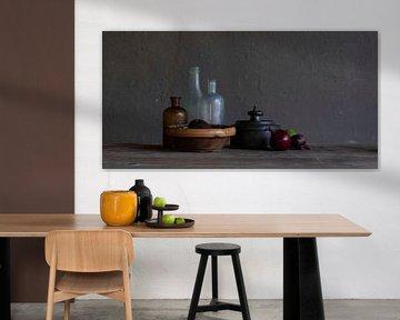Modern stilleven met glas, tin, uien en limoen van Affect Fotografie
