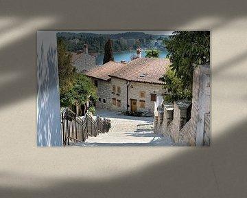 Woonhuizen in de romantische oude stad Rovinj aan de kust van de Adriatische Zee in Kroatië van Heiko Kueverling